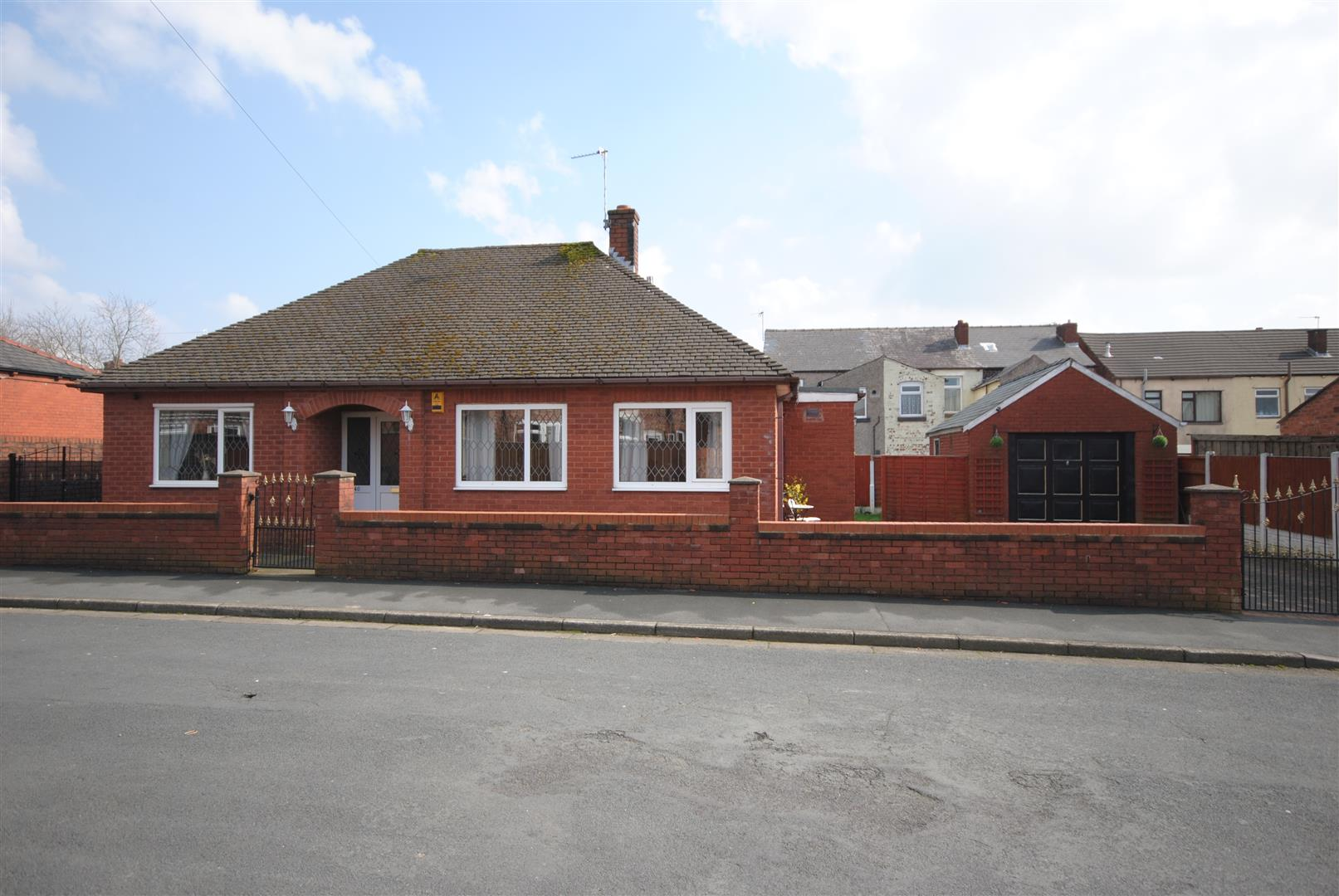 3 Bedrooms Detached Bungalow for sale in Delegarte Street, Lower Ince, Wigan